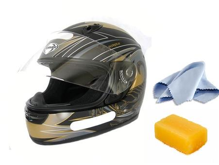 Pensez à entretenir votre casque de moto avec un bon savon et un bon chiffon doux si vous souhaitez le préserver !