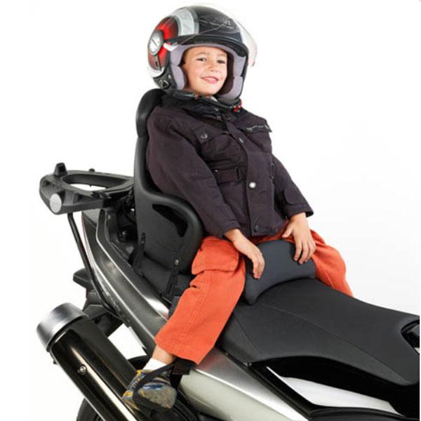 Âge minimum requis pour un enfant à l'arrière d'une moto ou scooter