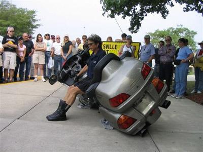relever une moto tombée