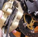 remettre plaquettes de freins moto
