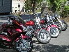 stationnement motos trottoirs