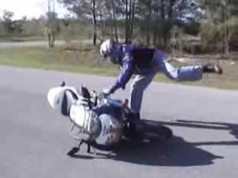 Les principaux cas de chutes moto à l'arrêt